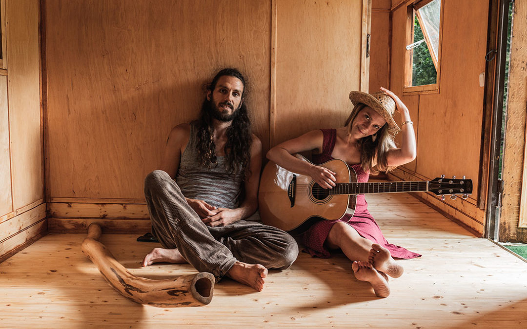 "Article: ""The hippie couple Janin Devi & André Maris"""